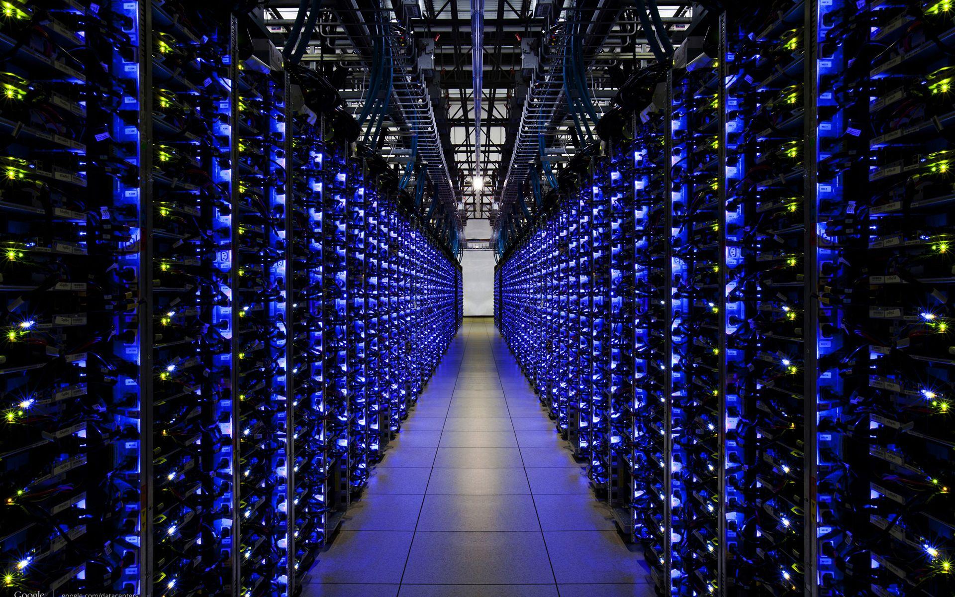 Servers-Server-Farm-Engine-Room1